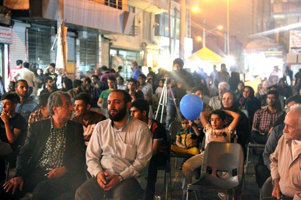حضور قشرهای مختلف مردم، با وجود گرمای هوا و شرجی شدید و رطوبت بالا، چشمگیر بود. استاد «رضا خدری لیراوی» (از شاهدان عینی و اولین خبرنگار فاجعه) نیز در مراسم حضور داشتند.