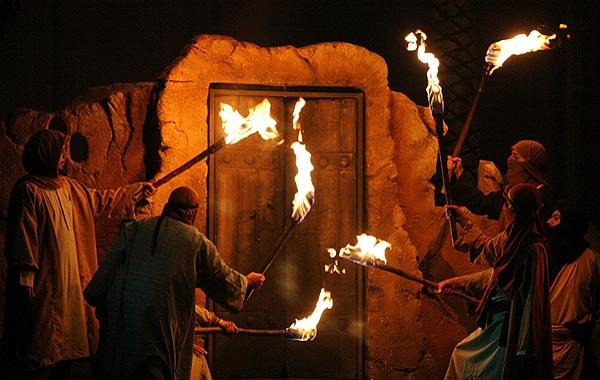 آتش زدن درب خانهء حضرت زهراء(س)
